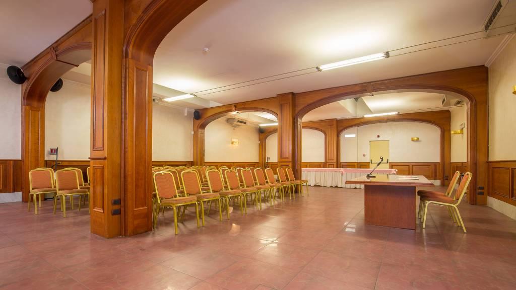 Hotel-Arco-Di-Travertino-meeting-room