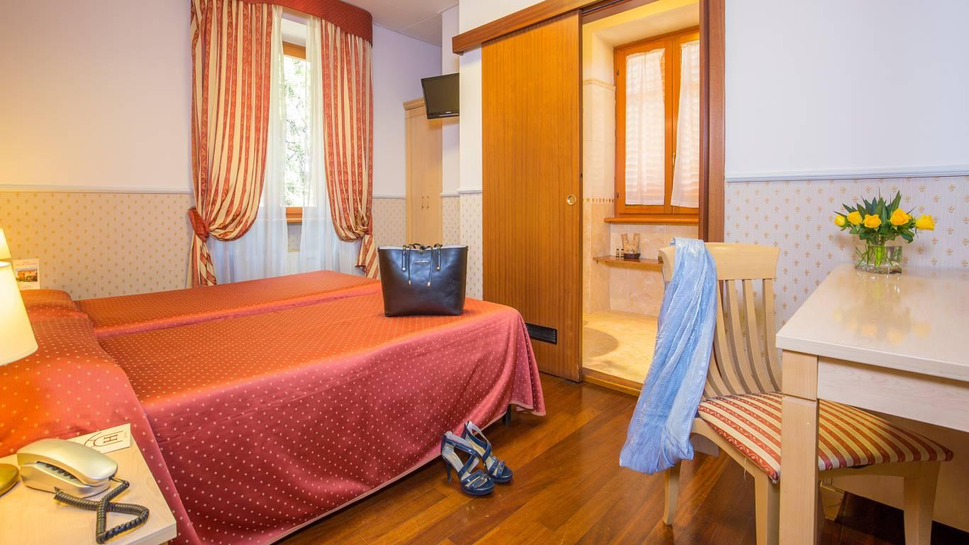 Hotel-Arco-Di-Travertino-single-room-2