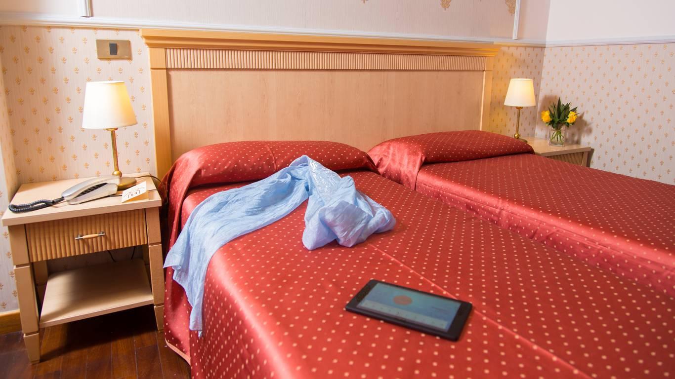 Hotel-Arco-Di-Travertino-single-room-6