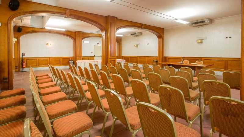 Hotel-Arco-Di-Travertino-meeting-room-5
