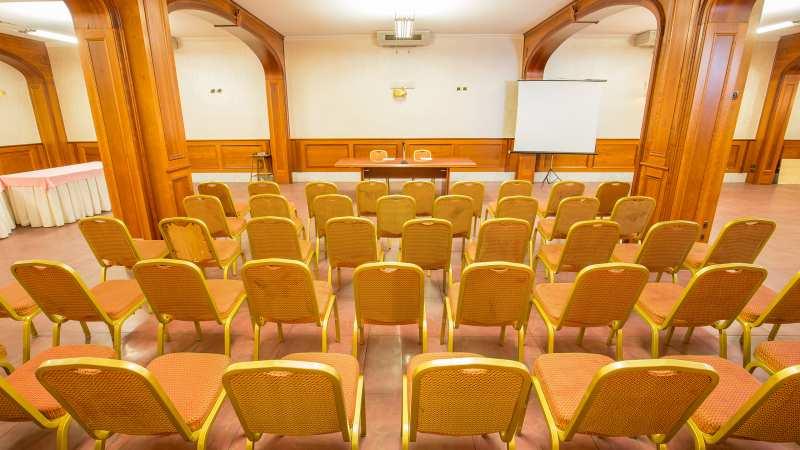Hotel-Arco-Di-Travertino-meeting-room-7