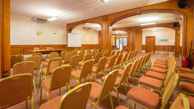 Hotel-Arco-Di-Travertino-meeting-room-8