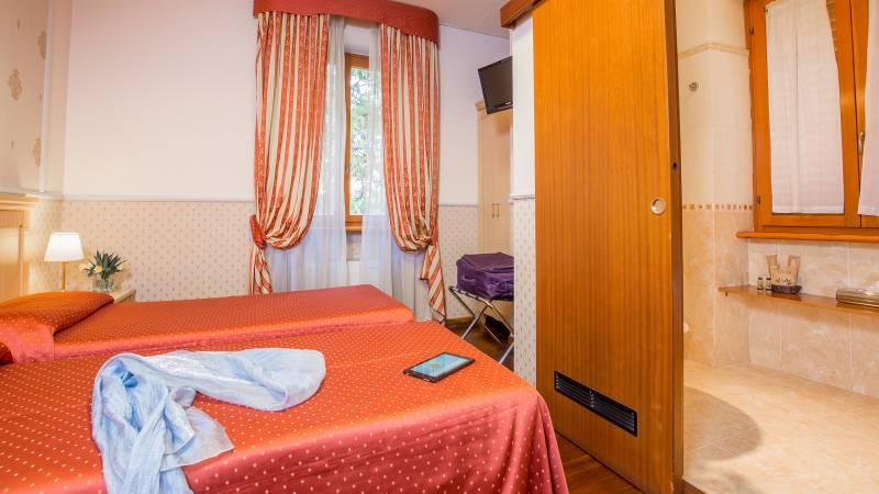 Hotel-Arco-Di-Travertino-single-room-14