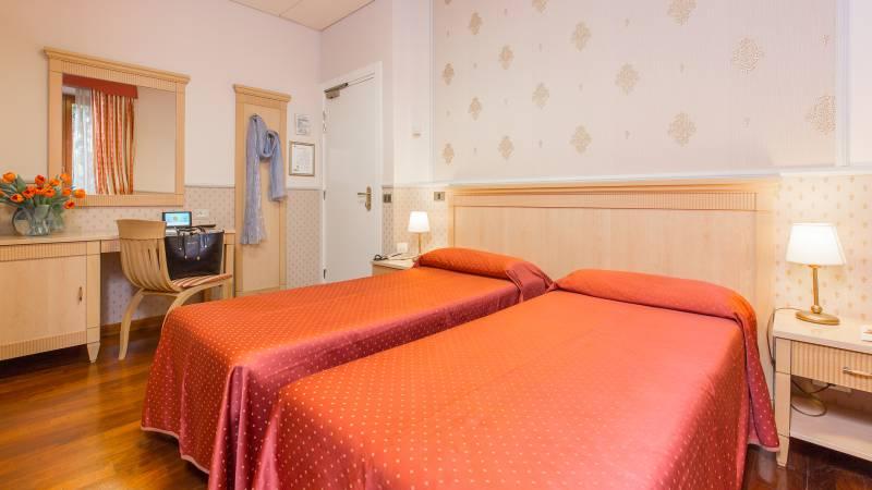 Hotel-Arco-Di-Travertino-single-room-18
