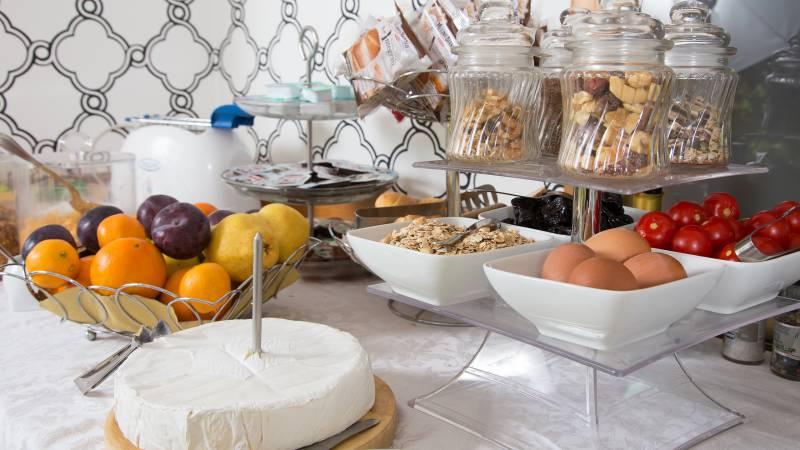 Hotel-Arco-Di-Travertino-breakfast-15