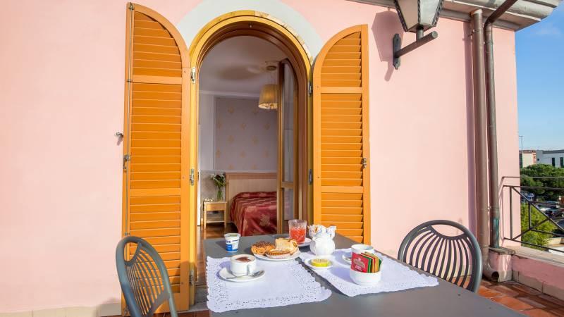 Hotel-Arco-Di-Travertino-terrace